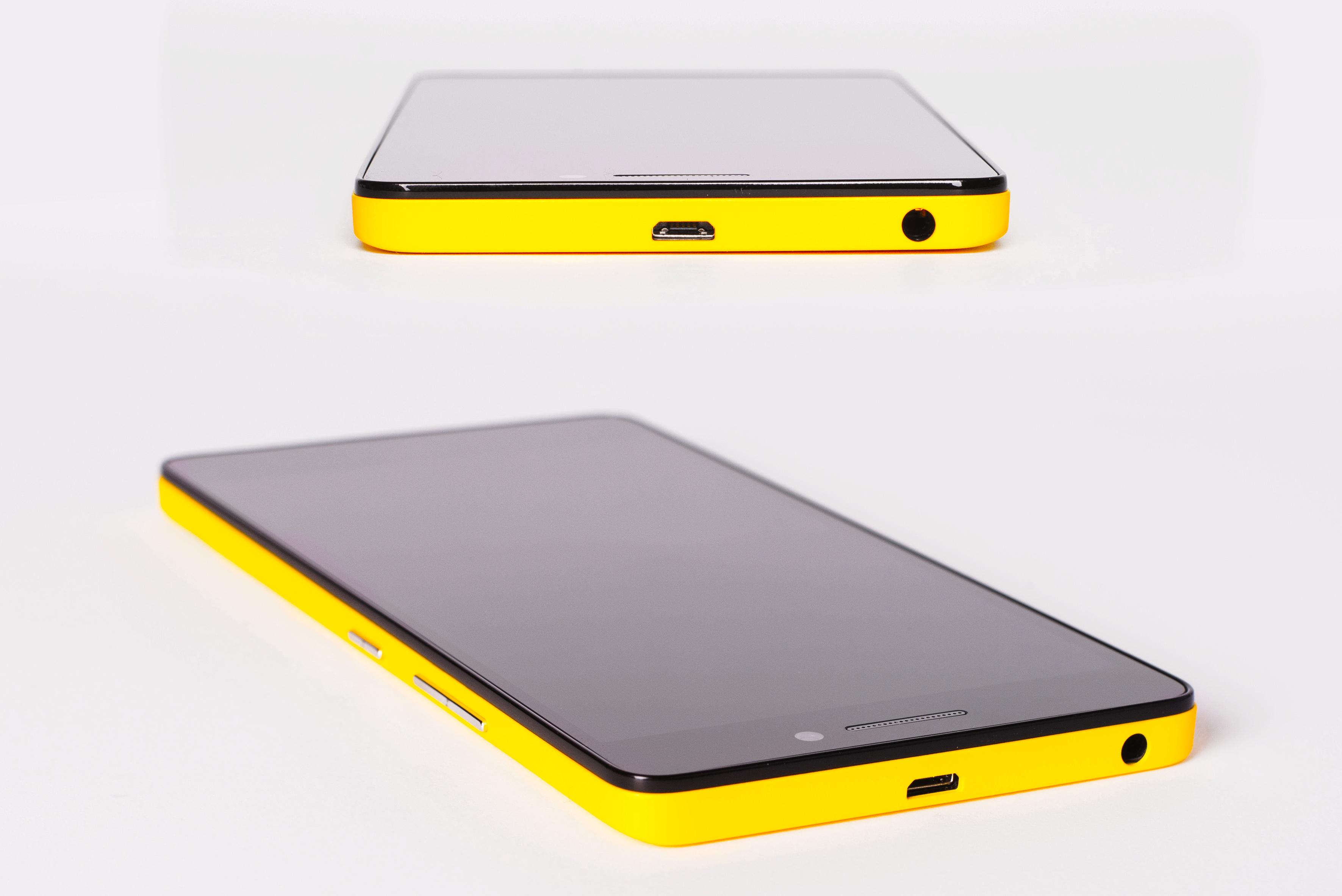 黄色いスマホケース