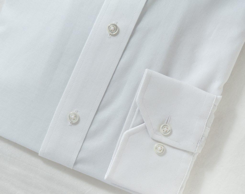 ホワイトシャツ
