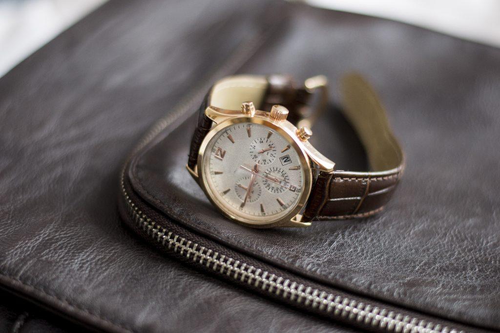 ゴールドの時計