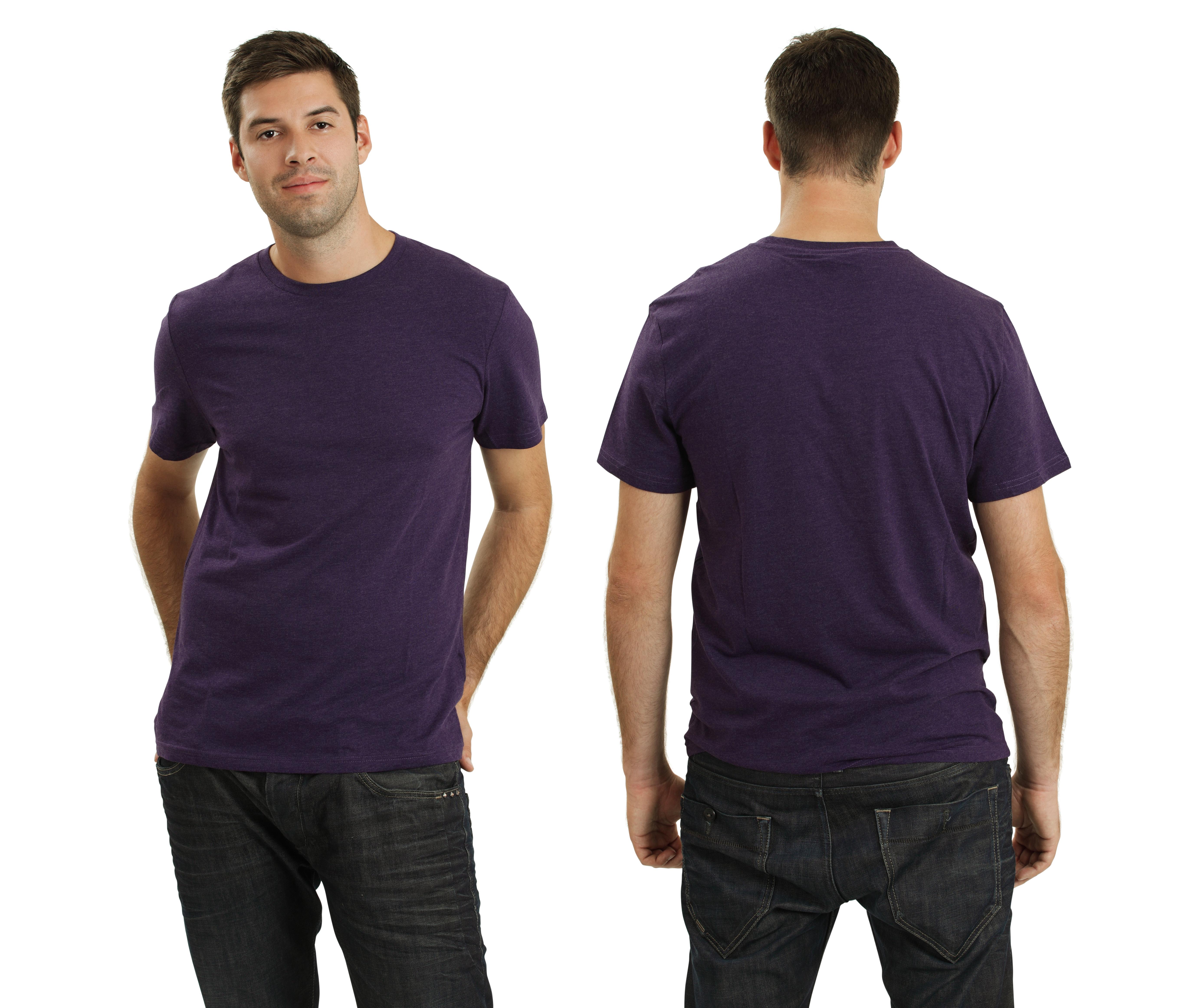 紫のTシャツ